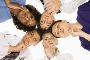 İş ve sosyal hayatta vücut dilini doğru kullanmak önemi nedir?